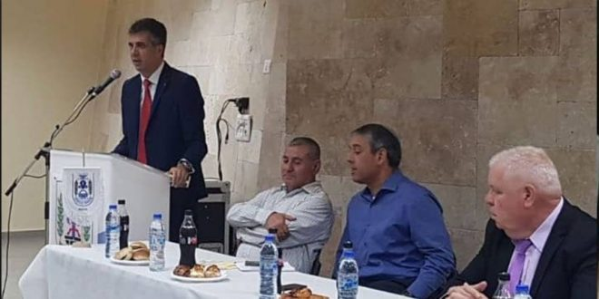 שר הכלכלה אלי כהן פותח את מצעד השרים בנצרת עילית (צילום דוברות העירייה)