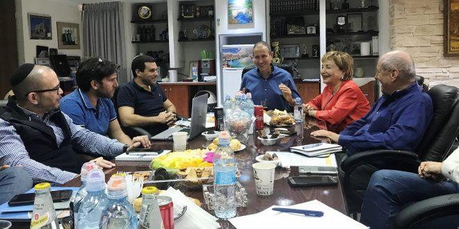 רוח עכו 2048 .שטראוס, לנקרי והצוותים (צילום: עיריית עכו)