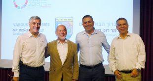 """מימין לשמאל: אבי כהן, מנכ""""ל אגמו-ורגוס, מרלי, הארי אהרנברג, נשיא אגמו-ורגוס, דוד וולף סמנכ""""ל שיווק ורגוס (צילום; יח""""צ)"""