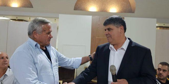מימין: סמיר סובחי מחמיד ואילן שדה (צילום: המועצה האזורית מנשה)