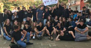 בני הוער בחולצות שחורות (צילום: ג'ודי בנר)