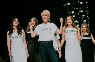 """משתתפות הסדרה """"נשות ההרמון"""" לובשות את בגדי המותג YOTSROT. צילום: עידו איז'ק ואבי ולדמן"""