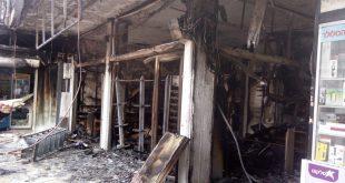 נזק לחנויות סמוכות. כיכר העירייה בנהריה (צילום: כיבוי אש זבולון)