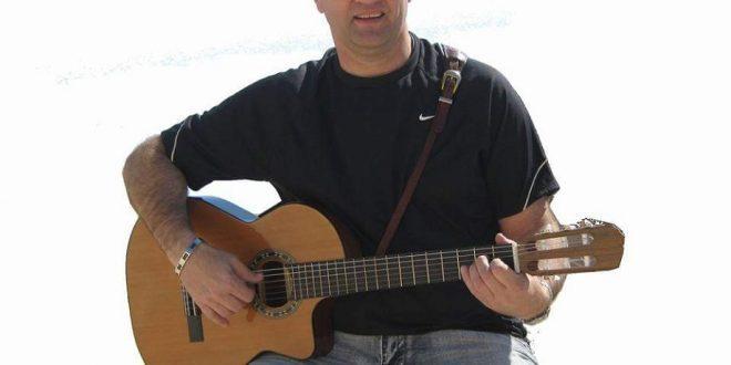 טדי פרנקל והגיטרה. צילום: פרטי