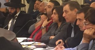 מתנגדים למינוי. מימין: אלי בן דיין, שמשון עידו ורג'א זעאתרה (צילום: הילה מלמד)
