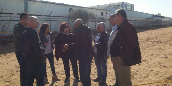 הסיור שנערך היום: דורית זיס, רעות רבי, אלי אלבז, אייל וייזר, יעקב כהן ונציגים נוספים (צילום: המשרד להגנת הסביבה)