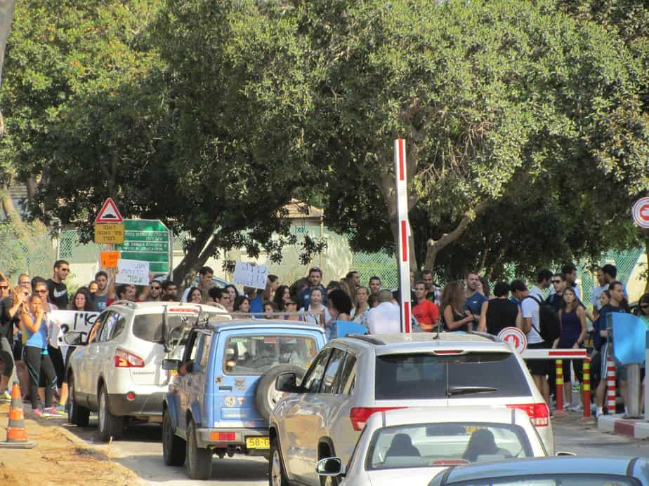 פקק ענק. סטודנטים מפגינים בוינגט