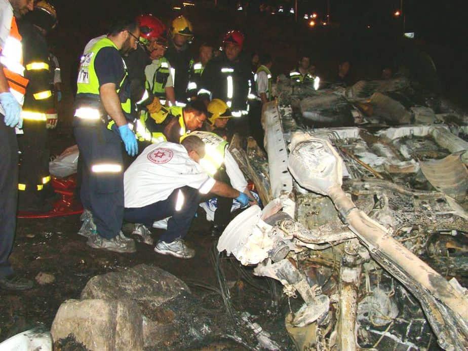 """צוותי מד""""א בתאונת הדרכים הקטלנית סמוך לכניסה לטבריה"""