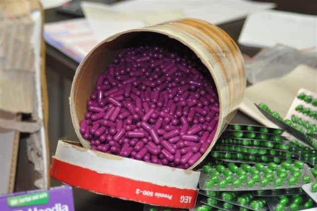 הכדורים הסגולים שנתפסו על ידי יחידת הסמים של מכס חיפה