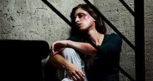 אישה מוכה אילוסטרציה