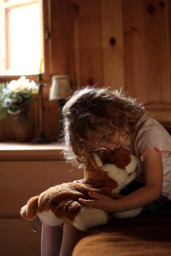 גן אלים. הסייעת שרה את הילדה (צילום אילוסטרציה)