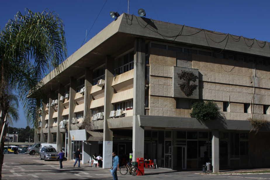 בניין עיריית חדרה (צילום: שלומי גבאי)