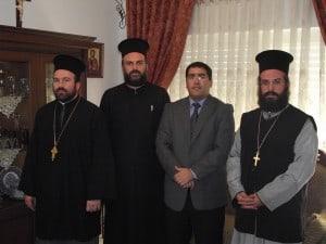 """מנכ""""ל מנהלת השירות האזרחי-לאומי,שר-שלום ג'רבי יחד עם הכומר ג'ובראיל נדף, הכומר אנדרואווס והכומר דוסיתיוס"""