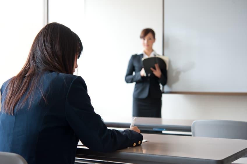 המורה תובעת את משרד החינוך (צילום מורה: אילוסטרציה פאנתרמדיה)