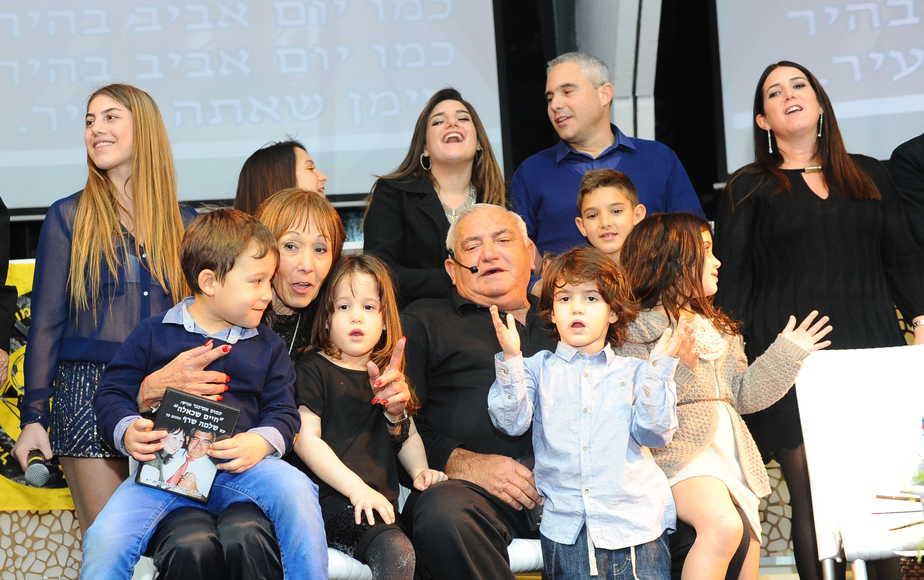 משפחת שרף  המורחבת (צילום: רולנדי ברנשטיין)
