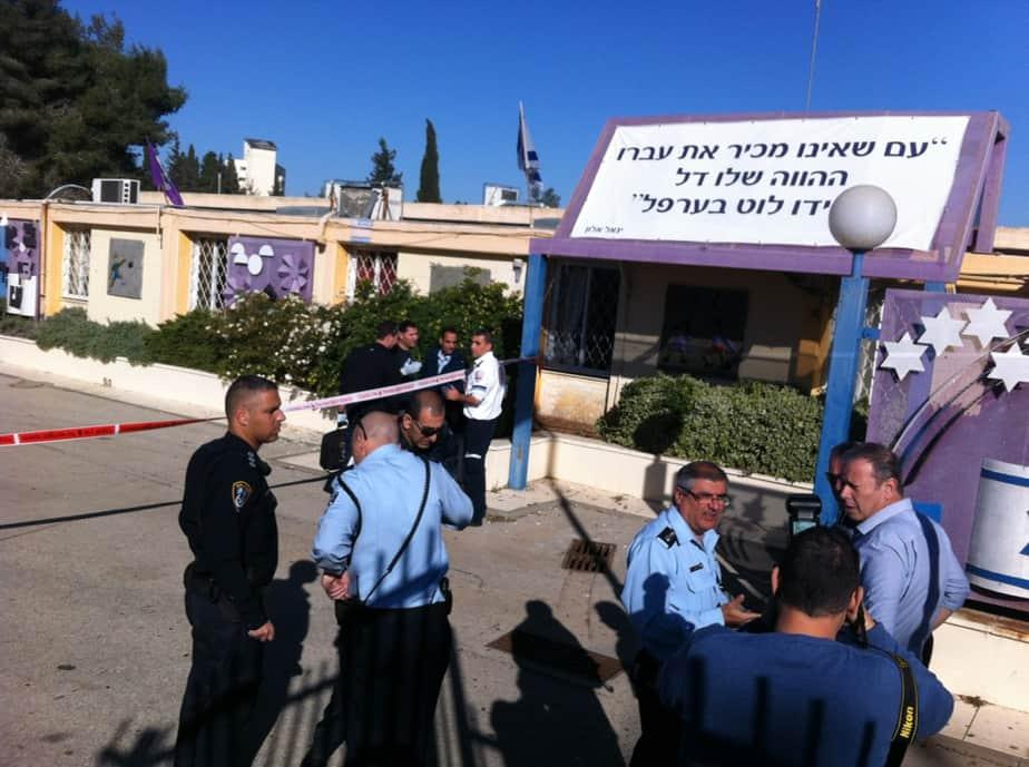 כוחות משטרה גדולים. בית הספר עצמון בנצרת עילית  (צילום: יצחק סולומון)