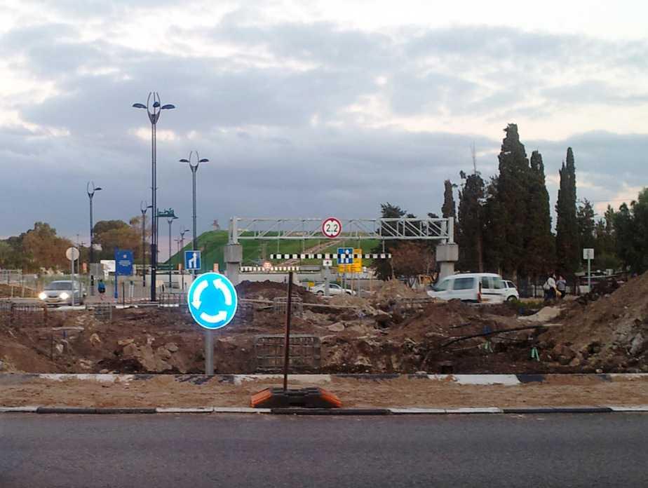 עבודות פיתוח בכיכר שטראוס (צילום: דוברות עיריית עכו)