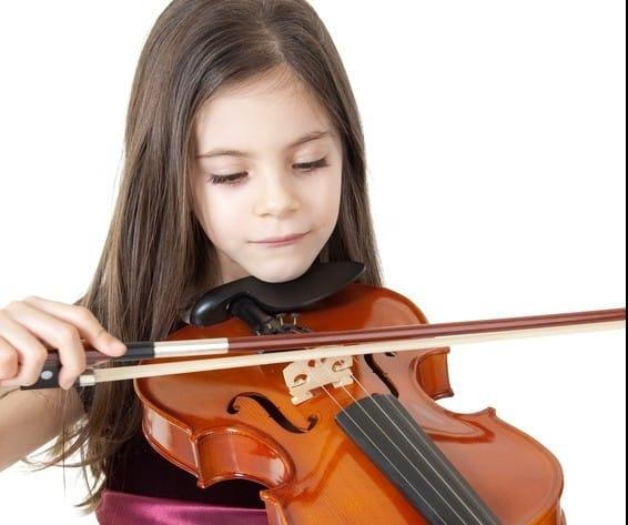ילדה עם כינור  (צילום אילוסטרציה: פנתרמדיה)