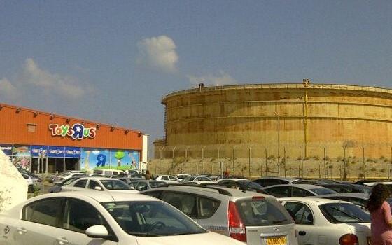 האם הזיהום יצומצם? מיכל האמוניה במפרץ חיפה (צילום: רותם כבסה)