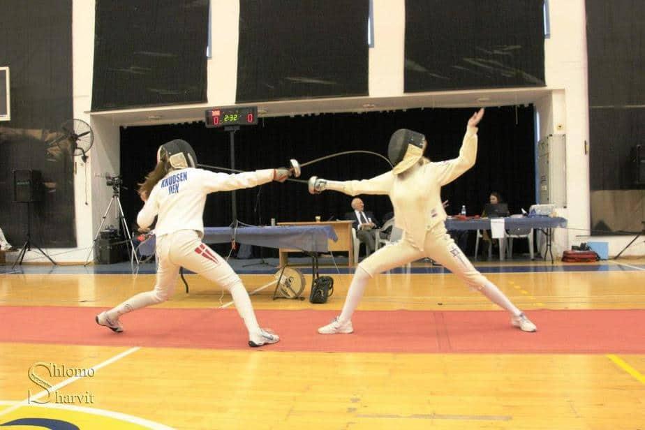 הסייפות אלונה ופאולינה ממעלות, מתחרות בזירה (צילום: שלמה שרביט)