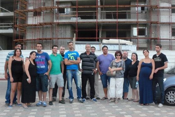מחאה על חיפוי הבניין בנהריה הירוקה