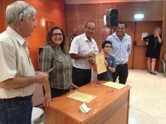 טקס החלוקה במעמד ראש העיר אלדר (צילום: דוברות עיריית כרמיאל)