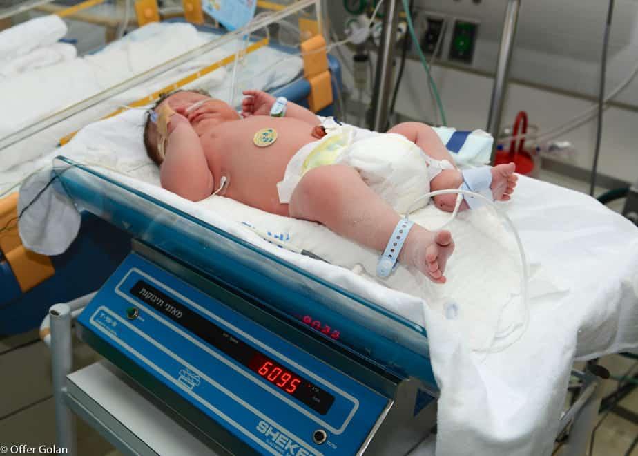 """תינוק במשקל 6.2 ק""""ג נולד ברמב""""ם"""
