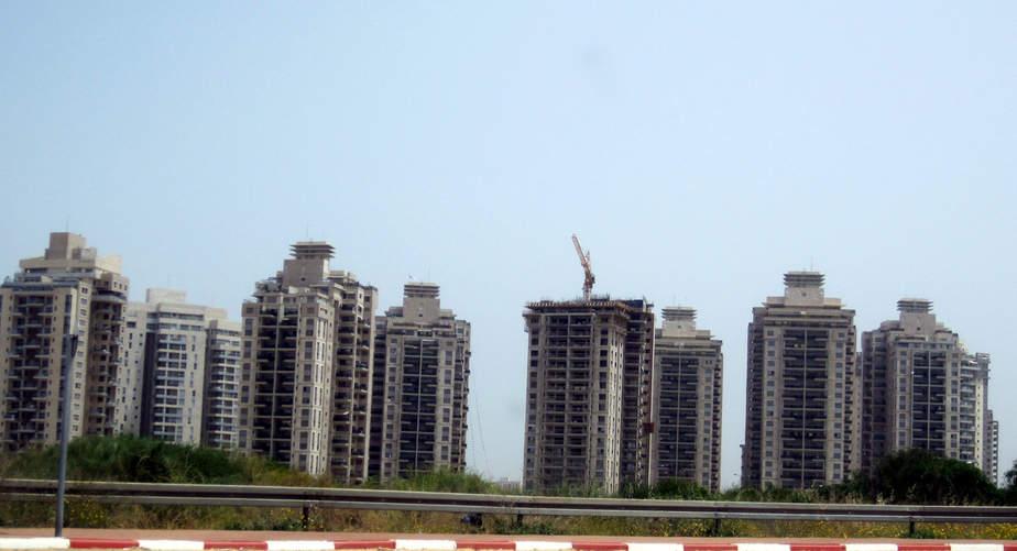 מגדלים בעיר ימים (צילום: רותי ברמן)
