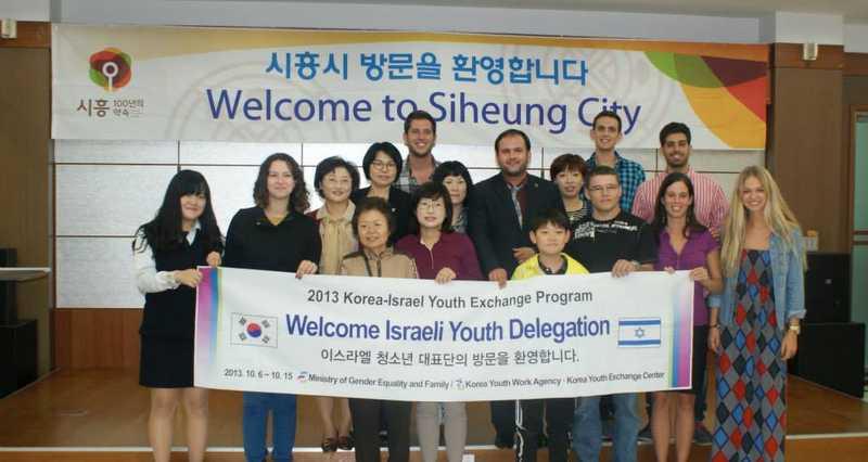 """ריטה אוסטראומוב עם המשלחת בקוריאה (צילום: יח""""צ)"""