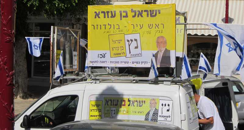 רכב התמיכה בבן עזרא (צלום: תאיר פז)