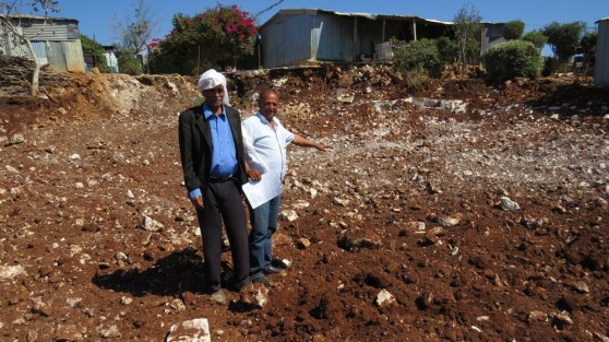 """יו""""ר ועד הכפר נעים נימר וחסן אבו אלעבד, מזקני הכפר (צילום: מועצת משגב)"""