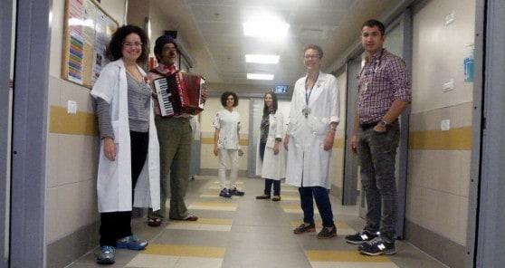 """ד""""ר מיוראל קונופנקי מנהלת המיון וצוות המיון במתחם החדש (צילום: אלי דדון)"""
