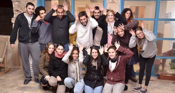 """סטודנטים ומתנדבי שנת שירות בעמותת """"איילים"""" (צילום: אושרי כהן)"""