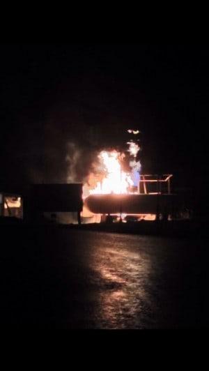 שריפה בלוטם  (צילום: כיבוי אש מחוז צפון)