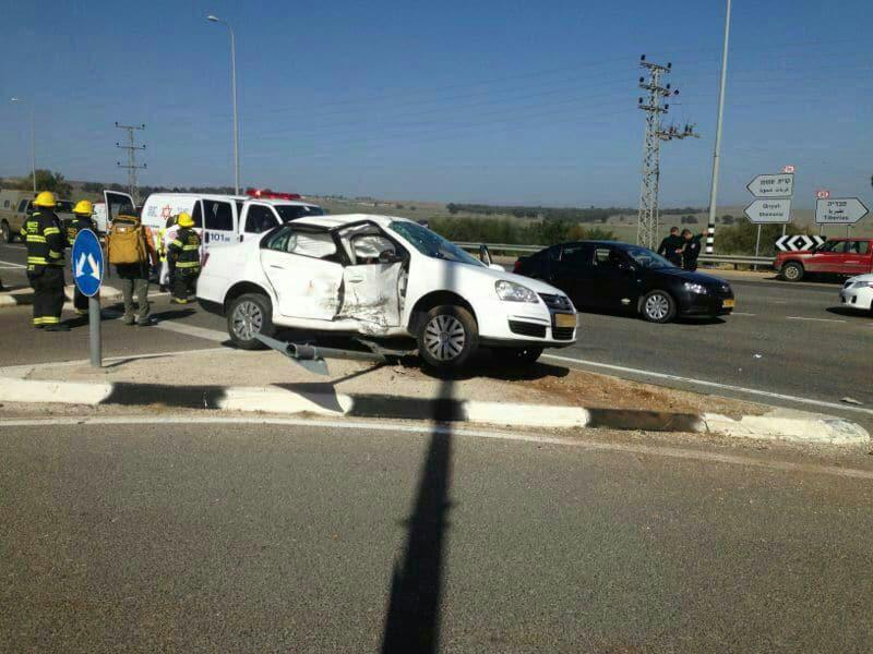 """תאונה בצומת עמיעד (צילום: דוברות מד""""א)"""