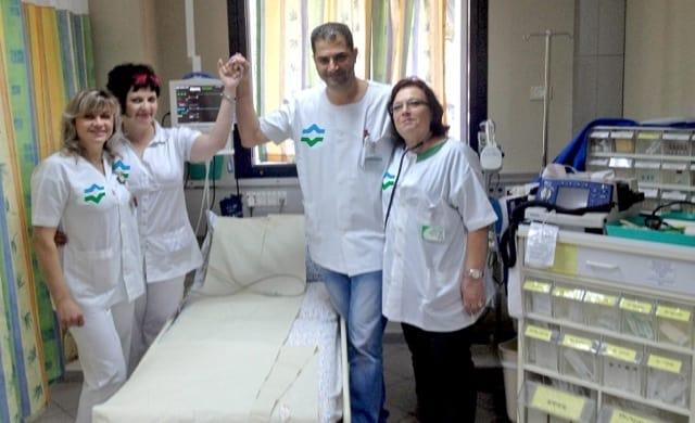 הצילו קשישה שנחנקה מבורקס. סאמר ונר פיינליב עם אחיות