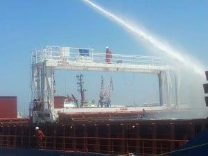 שריפה באוניית משא בנמל חיפה (צילום: כיבוי אש מחוז חוף)