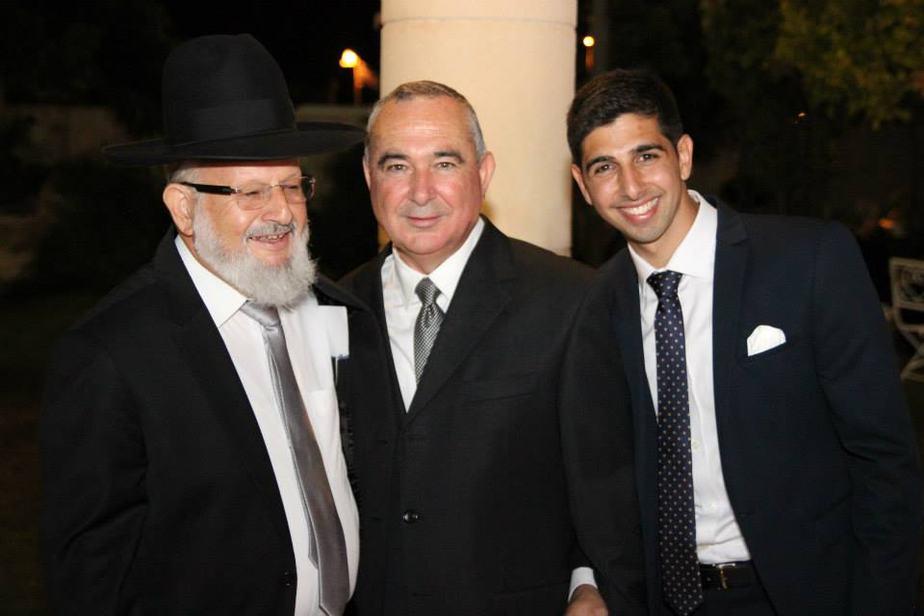 אבירן ואביו אלי דלל והרב (צילום: ארט תמיר)