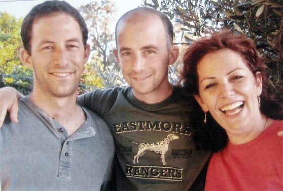 דרור אלוני ואחיו אדר ושרון צילום עצמי