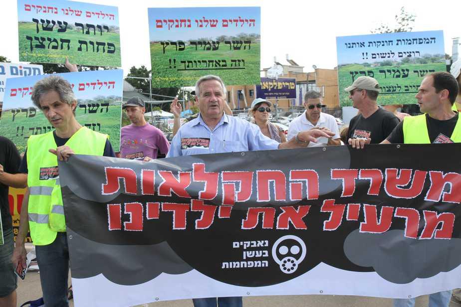 אילן שדה בהגנה נגד פעילות המפחמות (צילום: שלומי גבאי)