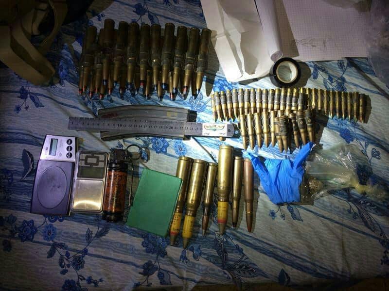 תחמושת שנמצא בביתו של תושב נתניה (תמונות באדיבות חטיבת דוברות המשטרה)