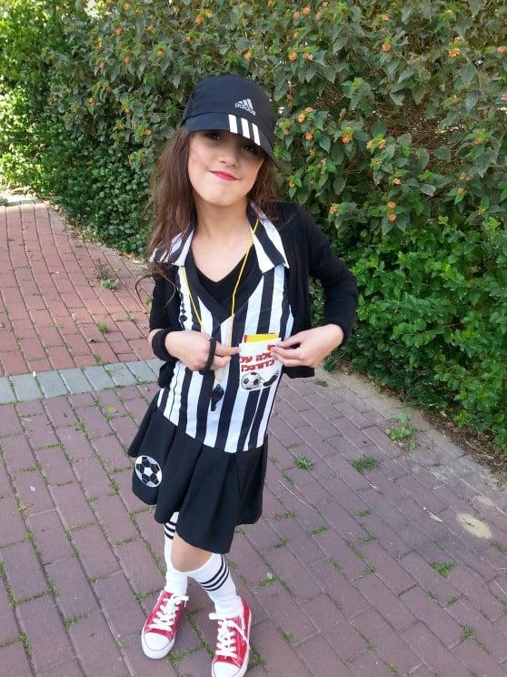 מיה ביבי בקרית ים התחפשה לשופטת כדורגל