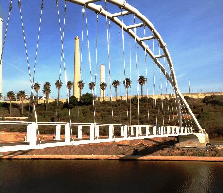 גשר המיתרים בפארק נחל חדרה (צילום: עיריית חדרה)