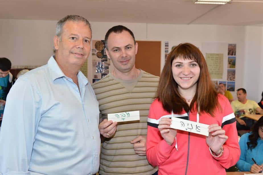 ולדימיר ואנה פומרננקו עם ראש העירייה גבסו (צילום: ישראל פרץ)