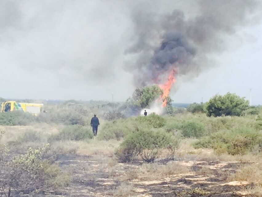 שריפה על יד בסיס לימן מול ראש הנקרה (צילום: דוברות כיבוי אש צפון)