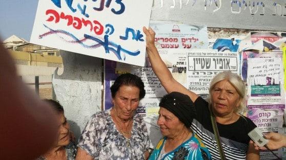 """""""מה יעשו כל האנשים שזקוקים לעזרה""""? מיסה כחלון בהפגנה באולגה (צילום: אסי קוטין)"""