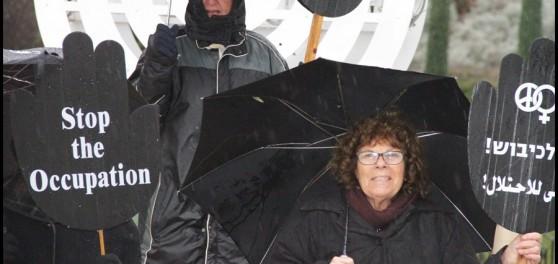 """בהפגנה של """"נשים בשחור"""" בחורף האחרון (צילום: יאיר גיל)"""
