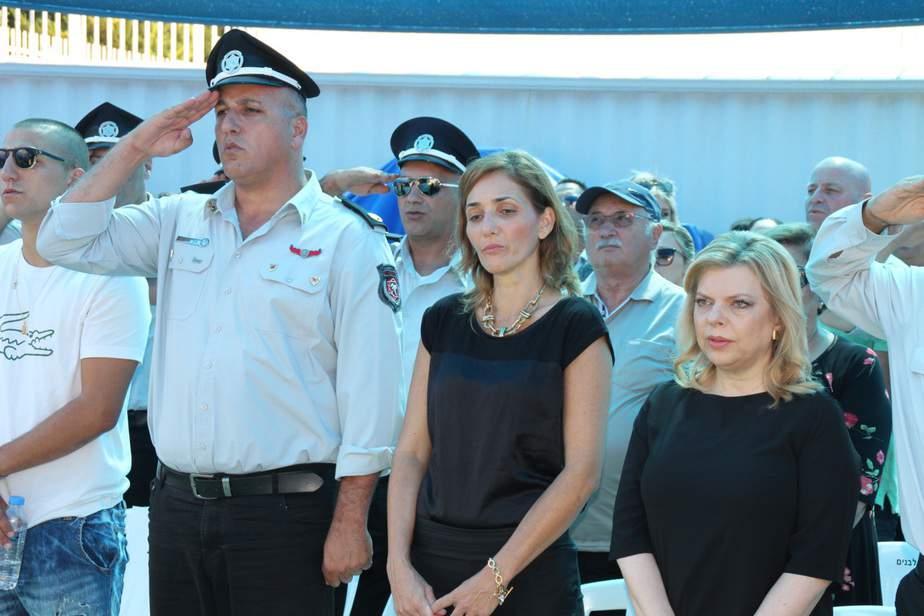 שרה נתניהו, ליטל וגיל ברסנו (צילום: כיבוי אש מחוז חוף)