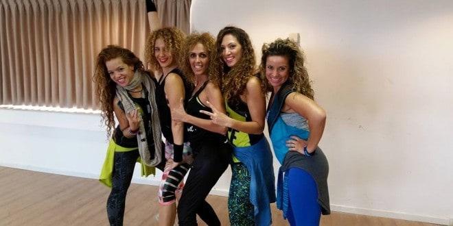 הנשים והתלתלים. אמרנטה כהן, רותם שמילוביץ, ריקי מן, ליעד לוין ודניאלה נובינסקי (צילום: פרטי)