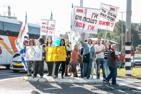 מפגינים ביום רביעי האחרון בכרמיאל נגד ביטול מפת ההטבות החדשה (צילום: אלכס הובר)
